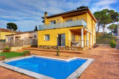 villa terrafortuna with pool in lloret de mar