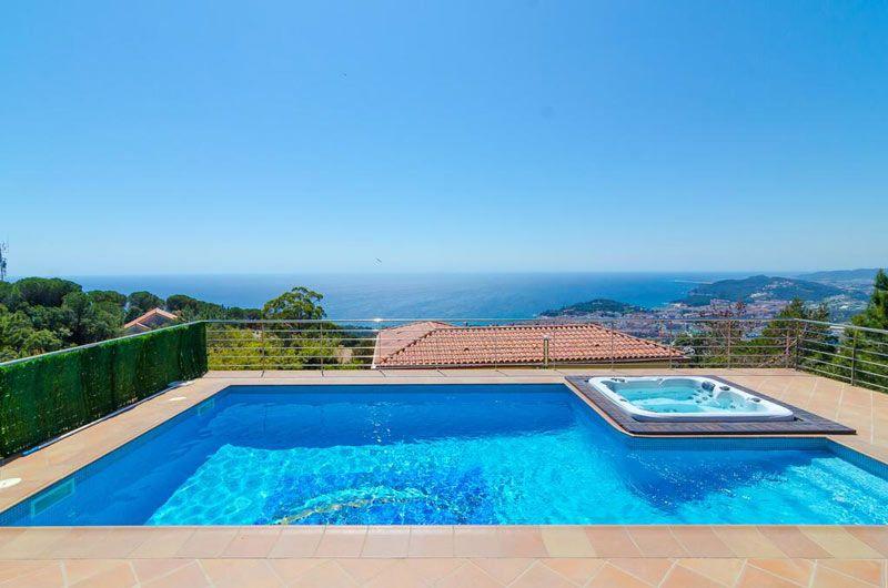 villa sunrise with pool in lloret de mar